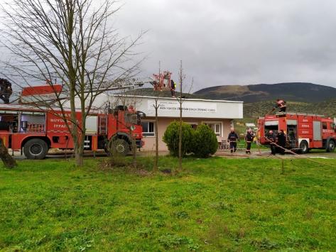 Sakaryada erkek öğrenci yurdunun çatısında çıkan yangın kontrol altına alındı