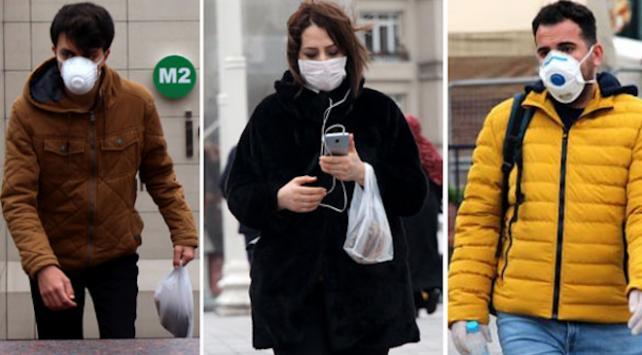 Taksimde maske ve eldivenli koranavirüs önlemi