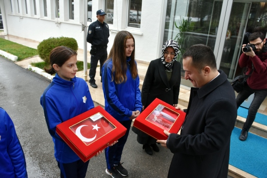Geliboludan alınan toprak, deniz suyu ve Türk bayrağı Bilecike getirildi