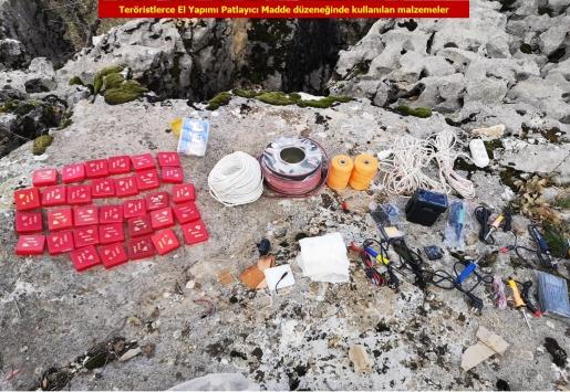 Diyarbakırda 10 sığınak imha edildi, 378 kilogram esrar ele geçirildi