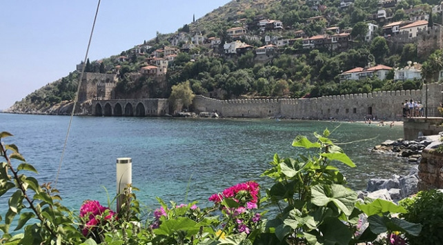 Antalyadaki turistler 4 gün içinde ülkelerine dönecek