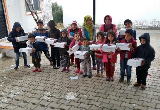 Mersinde köy okullarında eğitim gören öğrencilere ayakkabı yardımı