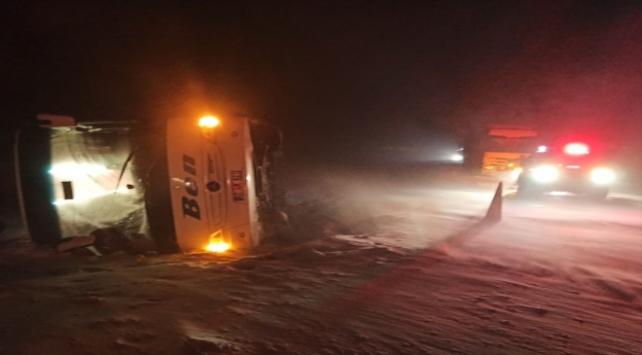 Afyonkarahisarda yolcu otobüsü devrildi: 37 yaralı