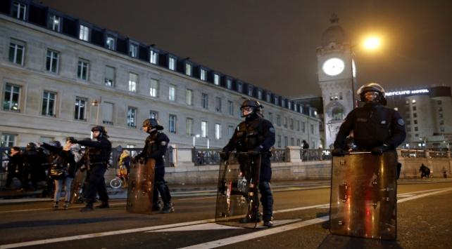 Fransada tedbirlerin kontrolü için 100 bin polis ve jandarma