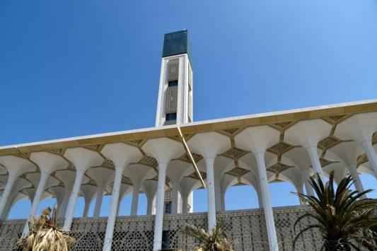 Cezayirde camiler koronavirüs nedeniyle kapatıldı