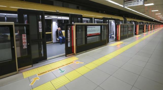 İstanbulda haftanın ilk iş günü toplu ulaşım yarıya düştü