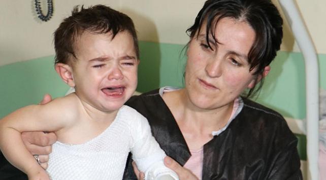 Kahraman anne 3 yaşındaki kızını yangından kurtardı