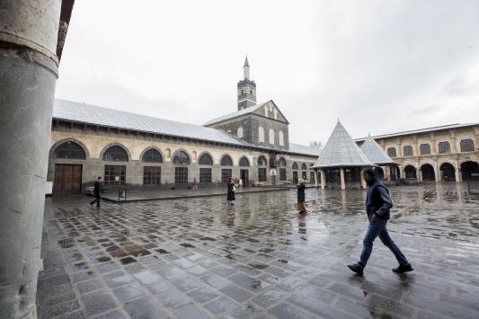 """Diyarbakırda imamlar, vatandaşlara """"cemaatle namaz kılmamaları"""" anonsu yaptı"""