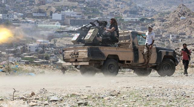 Yemendeki Husiler, koalisyon güçlerini yakıt tankerlerini alıkoymakla suçladı