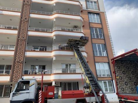 Adıyamanda 43 dairelik bina tahliye ediliyor