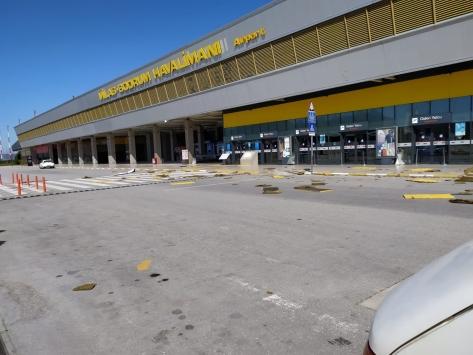 Milas-Bodrum Havalimanında şiddetli rüzgar hasara neden oldu