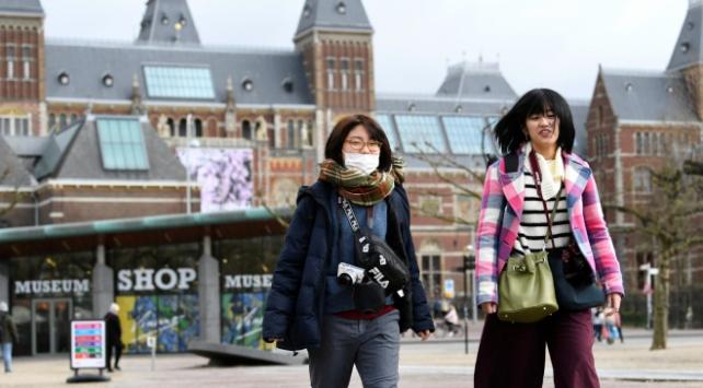 Hollandada koronavirüsten ölenlerin sayısı 43e çıktı