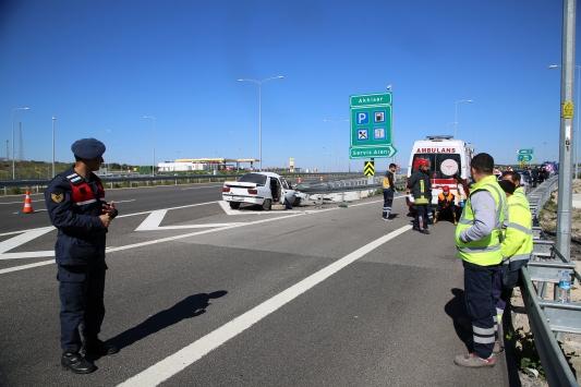Manisada otomobil bariyerlere çarptı: 3 ölü, 1 ağır yaralı