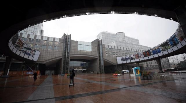 Belçikadan koronavirüsle mücadele için yeni kısıtlamalar