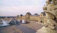 Louvre Müzesi parmaklarınızın ucunda