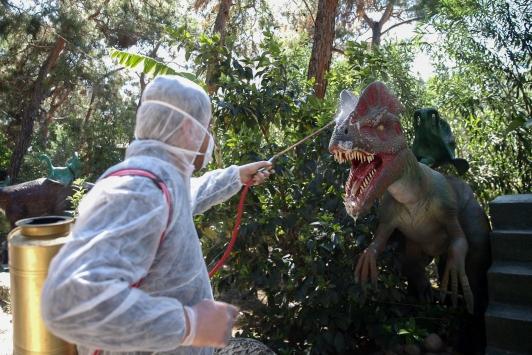 Dinozor maketlerinin yer aldığı Dinopark dezenfekte edildi