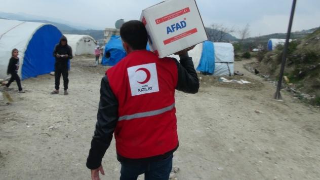 İdlib kırsalına çadır, gıda ve kıyafet yardımı