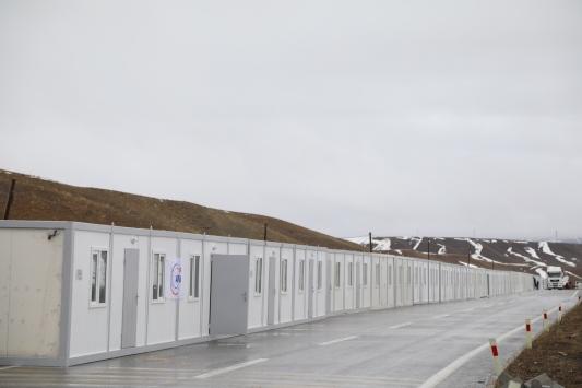 Vandaki depremzedeler için konteyner kurulumuna başlandı