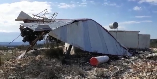 Mersinde fırtına cami çatısını uçurdu