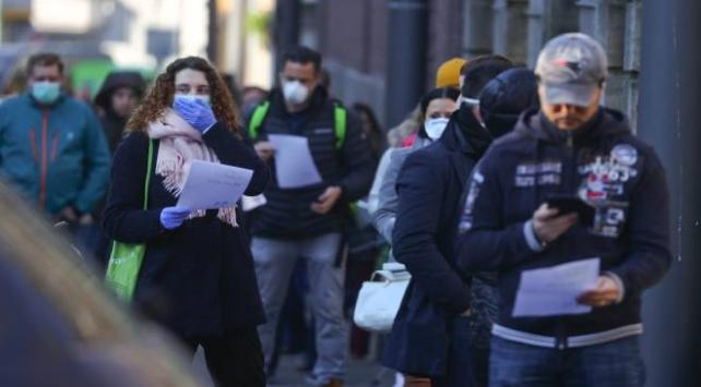 İngilterede koronavirüs vaka sayısı 2 bine yaklaştı