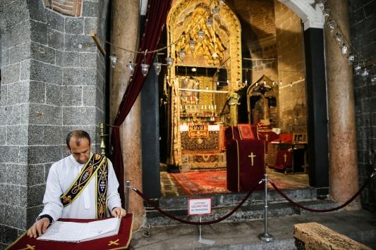 Diyarbakır ve Mardindeki kiliselerde koronavirüs önlemleri
