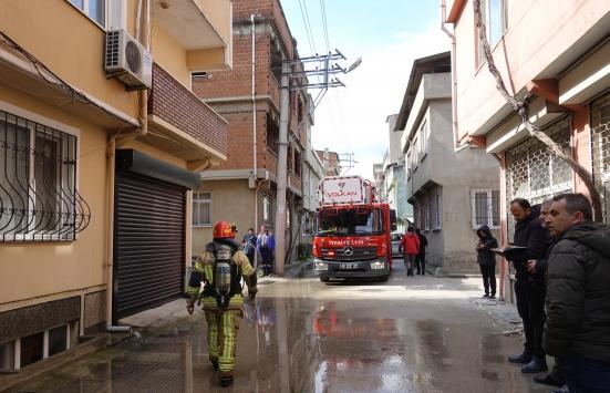 Bursada iki katlı evde çıkan yangında 2 kişi dumandan etkilendi