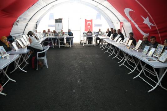 Diyarbakır annelerinin oturma eylemine 3 aile daha katıldı