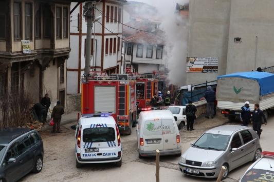 Kastamonuda mobilya tamiri yapan iş yerinde yangın çıktı