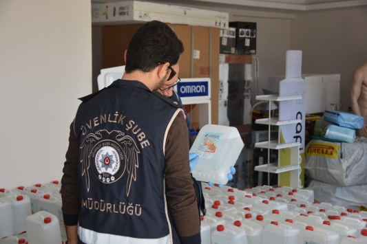 Antalyada 5 ton 815 kilogram kaçak dezenfektan ele geçirildi