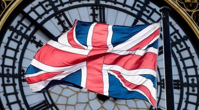 İngilterede okullar koronavirüs nedeniyle kapatıldı