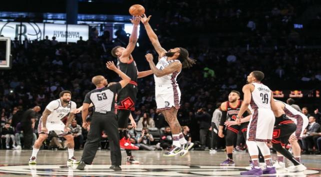 NBA oyuncularının koronavirüs testine hızlı erişimi tepki topladı