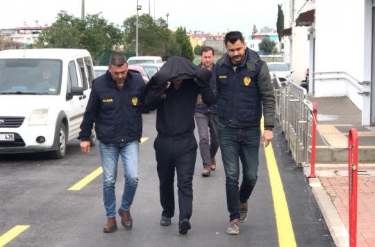 Adanada koronavirüsle ilgili asılsız mesaj gönderdiği öne sürülen memur tutuklandı