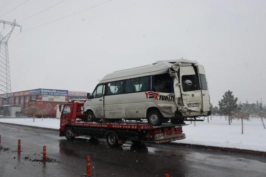 Kayseride 6 aracın karıştığı zincirleme trafik kazası: 18 yaralı