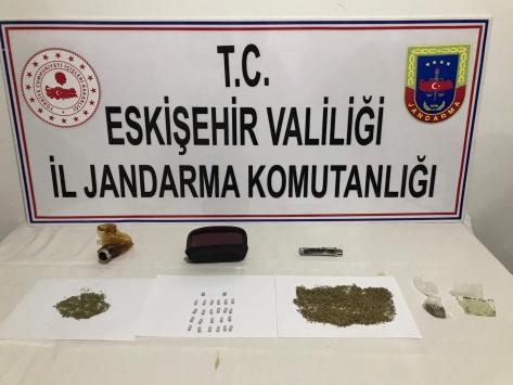 Eskişehirde uyuşturucu operasyonlarında 8 şüpheli yakalandı