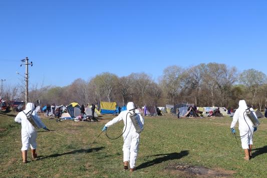 Sığınmacıların bulunduğu alan düzenli olarak dezenfekte ediliyor
