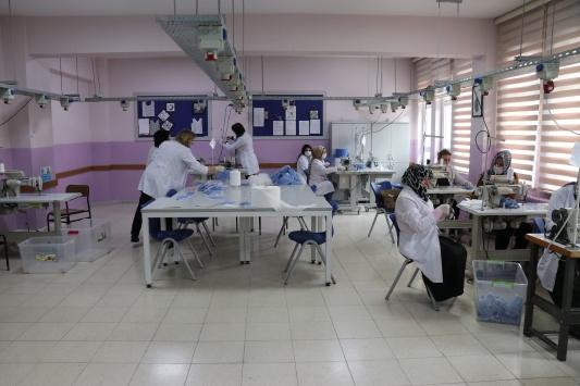 Sakaryada öğretmen ve öğrenciler maske üretiyor
