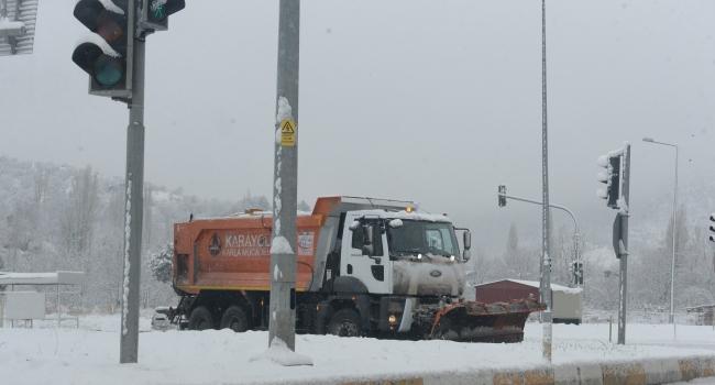 Tokatta kar yağışı ulaşımda aksamalara yol açıyor