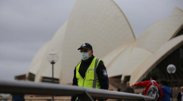 Avustralya yabancılara sınır kapılarını kapattı