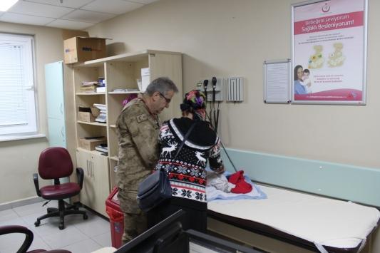 Bursada doktorlar Çanakkale Zaferinin yıldönümünde askeri üniforma ile hizmet verdi