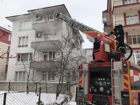Kütahyada bir dairede çıkan yangında mahsur kalan 7 kişi kurtarıldı