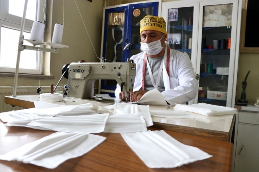 Kayseride hastanede steril maske üretiliyor