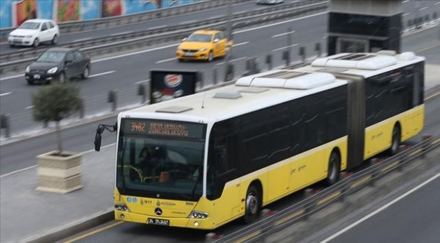 İstanbulda risk grubundaki vatandaşlar hala toplu ulaşımı kullanıyor
