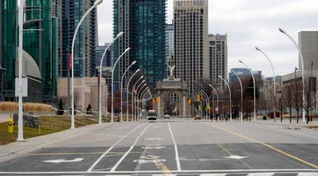Toronto sokaklarında koronavirüs sessizliği