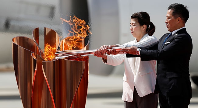 Yunanistanda yakılan olimpiyat meşalesi Tokyoya ulaştı