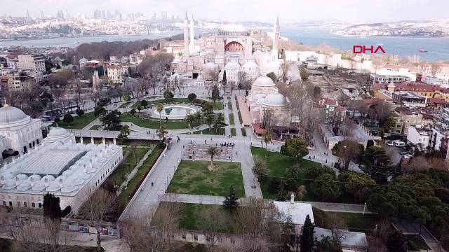 İstanbul'da sokaklar ve meydanlar boş kaldı