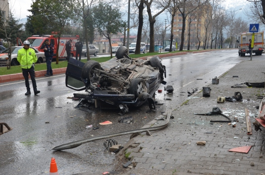 Kahramanmaraşta otomobil devrildi: 2 yaralı