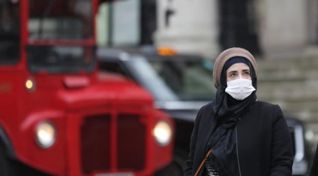 İngiliz uzmanlar: Önlemler bir yıl devam etmeli