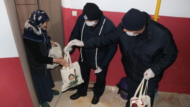 Risk grubundakilerin alışverişlerini belediyeler yapıyor