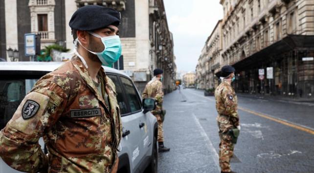 İtalyada son 24 saatte 793 kişi hayatını kaybetti