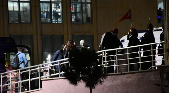 Yurt dışında bulunan 175 öğrenci yurda döndü
